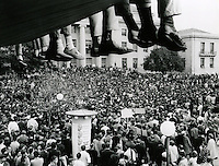Sproul Plaza at University of California, Berkeley with over flow crowd at noon time rally. (1989 photo by Ron Riesterer)
