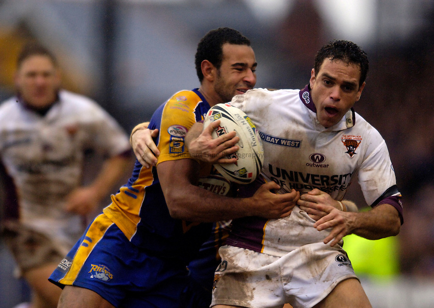 Photo: Jed Wee..Leeds Rhinos v Huddersfield Giants. Engage Super League. 12/02/2006..Huddersfield's Albert Torrens tries to break through.