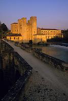 Europe/France/Aquitaine/47/Lot-et-Garonne/Barbaste : Moulin à eau fortifié dns la lumière du soir
