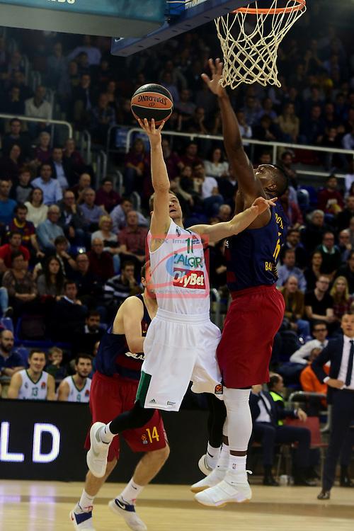 Turkish Airlines Euroleague 2016/2017.<br /> Regular Season - Round 6.<br /> FC Barcelona Lassa vs Zalgiris Kaunas: 92-86.<br /> Renaldas Seibutis vs Joey Dorsey.