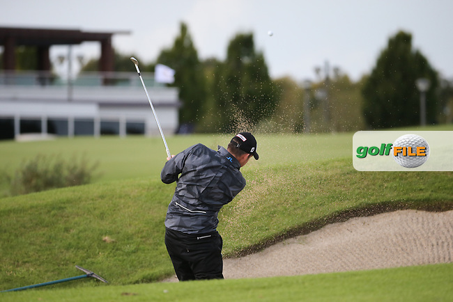 Simon THORNTON (IRL) plays third shot from the bunker on the last during the final round of  The 106th Irish PGA Championship, at the Moy Valley Hotel & Golf Resort, Kildare, Ireland.  25/09/2016. Picture: David Lloyd | Golffile.