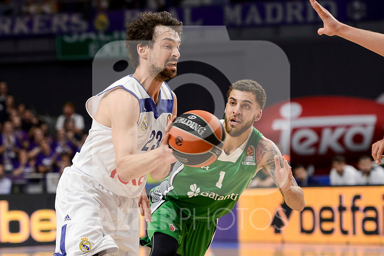 Real Madrid's Sergio Llull and Darussafaka Dogus's Scottie Wilbekin during quarter final of Turkish Airlines Euroleague match between Real Madrid and Darussafaka Dogus at Wizink Center in Madrid, April 20, 2017. Spain.<br /> (ALTERPHOTOS/BorjaB.Hojas)