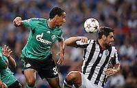 FUSSBALL   CHAMPIONS LEAGUE   SAISON 2013/2014   PLAY-OFF FC Schalke 04 - Paok Saloniki        21.08.2013 Joel Matip (li, FC Schalke 04) gegen Alexandros Tziolis (re, Paok)