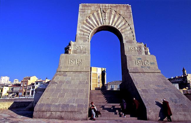 France, Bouches-du-Rhone. Monument aux Morts sur la corniche de Marseille. *** War Memorial on Marseille ledge. Bouches-du-Rhone, France.
