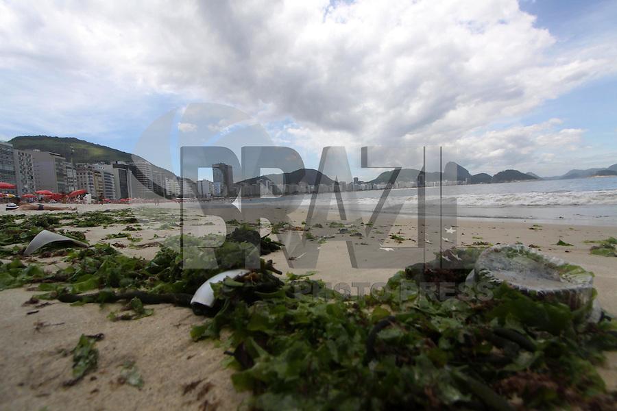 RIO DE JANEIRO,16 DE FEVEREIRO DE 2012- MOVIMENTAÇÃO NA  ORLA  CARIOCA.  Movimentação na  praia de Copacabana RJ.<br /> Local: Copacabana  RJ<br /> Foto: Guto Maia / Brazil Photo Press