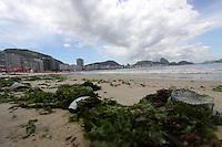 RIO DE JANEIRO,16 DE FEVEREIRO DE 2012- MOVIMENTA&Ccedil;&Atilde;O NA  ORLA  CARIOCA.  Movimenta&ccedil;&atilde;o na  praia de Copacabana RJ.<br /> Local: Copacabana  RJ<br /> Foto: Guto Maia / Brazil Photo Press