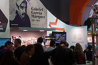 BUENOS AIRES, ARGENTINA, 28.04.2014 - FEIRA DO LIVRO DE BUENOS AIRES -  Movimentacao na Feira do Livro de Buenos Aires na noite de ontem , 27. A feira, que celebra este ano o seu 40 º aniversário, é um dos eventos mais importantes para a indústria editorial da América Latina. (Foto: Patricio Murphy / Brazil Photo Press)