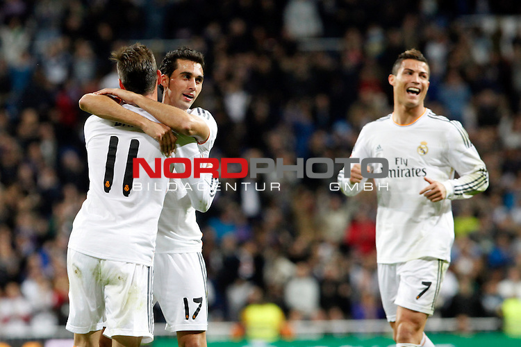 Gareth Bale, Arbeloa and Cristiano Ronaldo of Real Madrid during La Liga match between Real Madrid and Sevilla at Santiago Bernabeu stadium in Madrid, Spain. October 30, 2013. Foto © nph / Caro Marin)