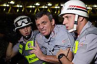 SÃO PAULO, SP,25 DE OUTUBRO DE 2013 - PROTESTO PASSE LIVRE - Coronel da PM, ferido durante protesto do Movimento Passe Livre, no Terminal Dom Pedro, na noite desta sexta feira, 25.   FOTO: ALEXANDRE MOREIRA / BRAZIL PHOTO PRESS