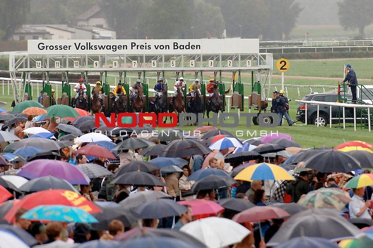 GAL 2006 - Galopprennbahn Baden-Baden - 12. Renntag - 03.09.2006<br /> <br />  - Internationaler Club-Pokal - Agl. I - 2200 m <br /> <br />  - Quijano mit William Mongil im Sattel gewinnt am 03.09.2006 den mit 22.000 EUR dotierten (davon 13.000 EUR fuer den Sieger) Internationaler Club-Pokal vor Kiton unter Torsten Mundry und vor Glad Lion unter Andreas Boschert<br /> <br />  - Foto: Boxen auf und Start zum Internationalen Club-Pokal<br /> <br /> Foto &copy; nordphoto *** Local Caption *** Foto ist honorarpflichtig! zzgl. gesetzl. MwSt.<br />  Belegexemplar erforderlich