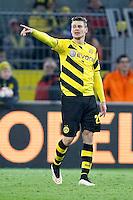 13.02.2015, Signal Iduna Park, Dortmund, GER, 1. FBL, Borussia Dortmund vs 1. FSV Mainz 05, 21. Runde, im Bild Lukasz Piszczek (Borussia Dortmund #26) gibt Anweisungen // during the German Bundesliga 21th round match between Borussia Dortmund and 1. FSV Mainz 05 at the Signal Iduna Park in Dortmund, Germany on 2015/02/13. EXPA Pictures © 2015, PhotoCredit: EXPA/ Eibner-Pressefoto/ Schüler<br /> <br /> *****ATTENTION - OUT of GER***** <br /> Football Calcio 2014/2015<br /> Bundesliga Germania<br /> Foto Expa / Insidefoto