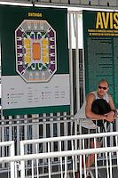 RIO DE JANEIRO; RJ; 10 DE AGOSTO DE 2013 - Neste sábado continua a venda dos ingressos para o jogo de 12 de outubro das equipes Chicago Bulls e Washington Wizards da NBA que acontecerá na Arena da Barra. O movimento foi tranquilo pela manhã e os fãs do basquete não enfrentaram filas. FOTO: NÉSTOR J. BEREMBLUM - BRAZIL PHOTO PRESS.