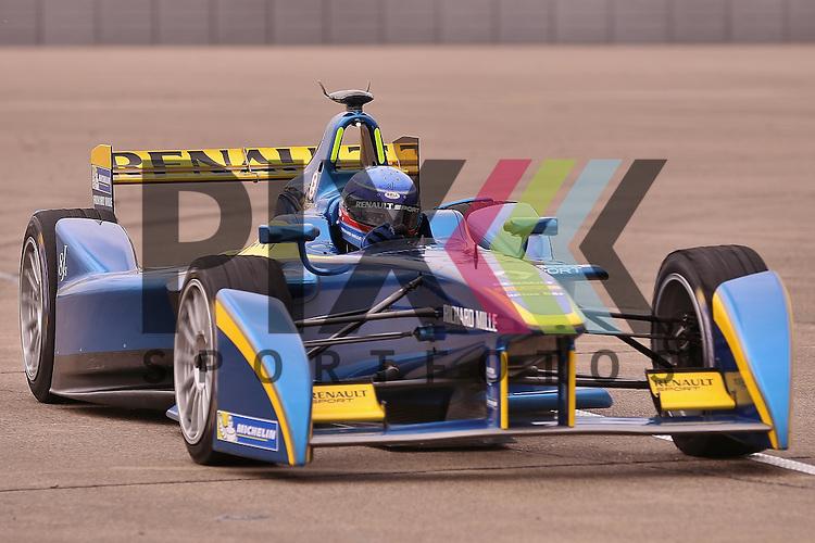 Berlin, 23.05.2015, Motorsport, FIA Formel E Championship, Formel E DHL Berlin ePrix, 8. Rennen : Nicolas Prost (e.dams-Renault, #08)<br /> <br /> Foto &copy; P-I-X.org *** Foto ist honorarpflichtig! *** Auf Anfrage in hoeherer Qualitaet/Aufloesung. Belegexemplar erbeten. Veroeffentlichung ausschliesslich fuer journalistisch-publizistische Zwecke. For editorial use only.