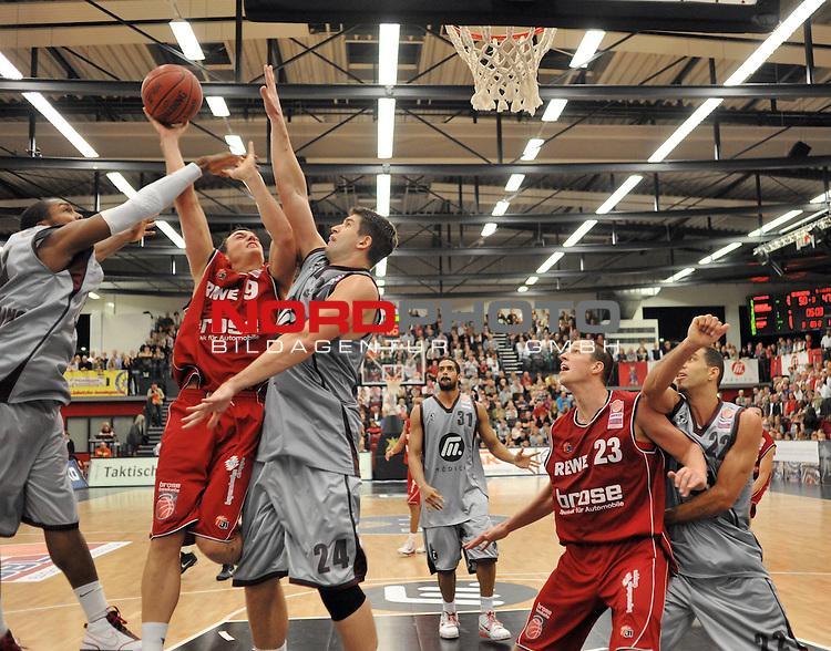 BBL 2009/2010 - BBL, 6. Spieltag - 25.10.2009  Artland Arena - Beko Basketball Bundesliga -<br /> <br /> Artand Dragons  vs Brose Baskets Bamberg<br /> <br /> #21 Folarin Campbell (Artland Dragons  ) #9 Karsten Tadda ( Brose Basket ) #24Darren Fenn (Artland Dragons) #31 Nathan Peavy  (Artland Dragons ) #22 Toby Bailey  (Artland Dragons) #23 Casey Jacobsen ( Brose Basket )<br /> <br /> Aufgenommen mit der Hintorremote Kamera<br /> <br /> Foto &copy; nph ( nordphoto ) *** Local Caption *** Fotos sind ohne vorherigen schriftliche Zustimmung ausschliesslich f&uuml;r redaktionelle Publikationszwecke zu verwenden. Auf Anfrage in hoeherer Qualitaet/Aufloesung