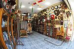 Antiquario, Loja de Antiguidades, no centro de São Paulo, relógios antigos, peças de museus