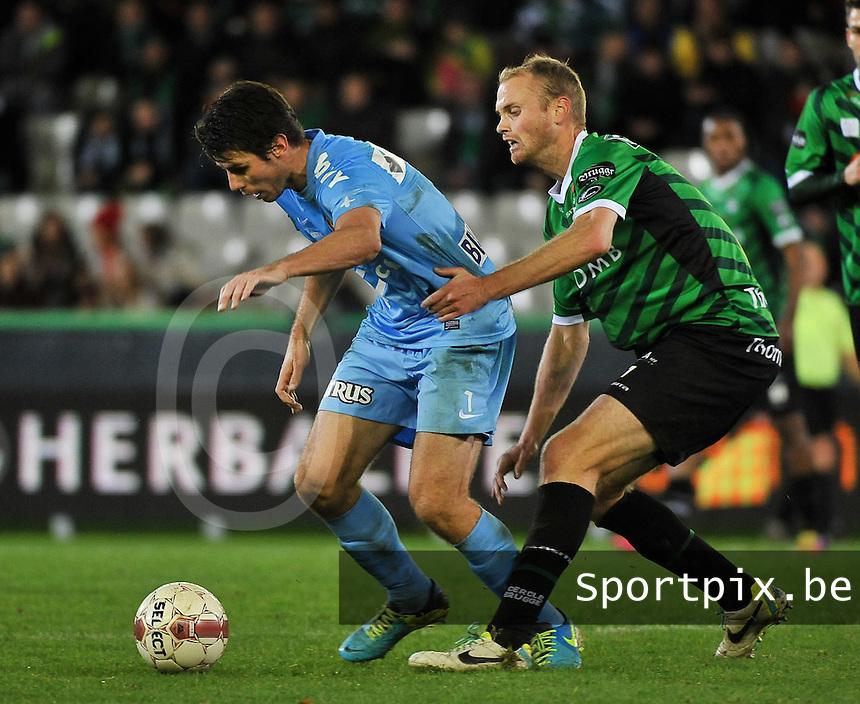 Cercle Brugge - KV Kortrijk : Stijn De Smet aan de bal voor Tim Smolders (rechts)<br /> foto VDB / Bart Vandenbroucke