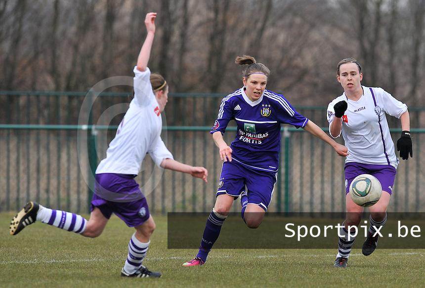 RSC Anderlecht Dames - Beerschot : Lorca Van De Putte (midden).foto DAVID CATRY / Vrouwenteam.be