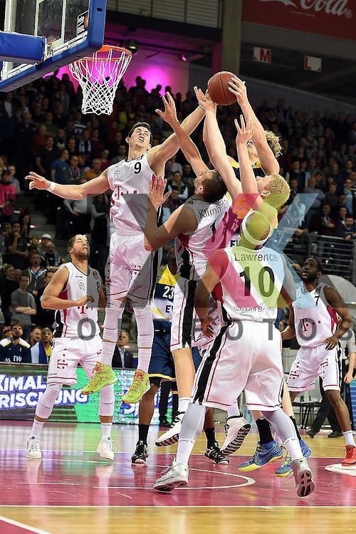 Am Ball Bonns Nr9 Angelo Caloiaro im Spiel Telekom Baskets Bonn - EWE Baskets Oldenburg.<br /> <br /> Foto &copy; P-I-X.org *** Foto ist honorarpflichtig! *** Auf Anfrage in hoeherer Qualitaet/Aufloesung Belegexemplar erbeten Veroeffentlichung ausschliesslich fuer journalistisch-publizistische Zwecke For editorial use only