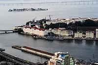 RIO DE JANEIRO, RJ, 30 JULHO 2012 - CLIMA TEMPO NA CAPITAL CARIOCA- Entardecer visto do alto do predio Assembleia 10, tempo com nuvens, nesta segunda-feira, dia 30, no centro do rio.(FOTO:MARCELO FONSECA / BRAZIL PHOTO PRESS).