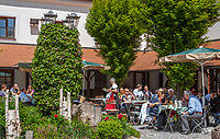 Deutschland, Bayern, Oberpfalz, Naturpark Oberer Bayerischer Wald, Koetztinger Land, Bad Koetzting: Hotel und Gasthaus Post, Biergarten | Germany, Bavaria, Upper Palatinate, Nature Park Upper Bavarian Forest, Bad Koetzting: Hotel and Restaurant 'Post', Beergarden