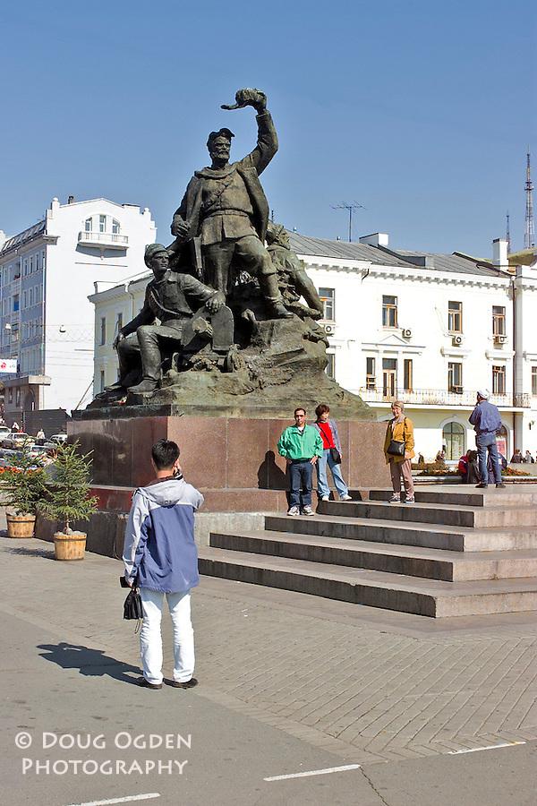 The Ploschad Bortsov Revolutsy or Memorial to Soviet Fighters, Central Square, Vladivostok, Russia