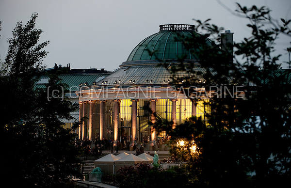 Sunset impressions of the Botanic garden in Brussels during the Nuits Du Botanique (Belgium, 09/05/2010)
