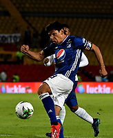 BOGOTÁ - COLOMBIA, 28–02-2019: Roberto Ovelar de Millonarios patea para anotar el primer gol a César Giraldo guardameta de Unión Magdalena (Fuera de Cuadro), durante partido de la fecha 7 entre Millonarios y por la Liga Águila I 2019, jugado en el estadio Nemesio Camacho El Campín de la ciudad de Bogotá. / Roberto Ovelar player of Millonarios shoot to scored a first goal to Cesar Giraldo goalkeeper of Unión Magdalena, during a match of the 7th date between Millonarios and Union Magdalena, for the Aguila Leguaje I 2019 played at the Nemesio Camacho El Campin Stadium in Bogota city, Photo: VizzorImage / Luis Ramírez / Staff.