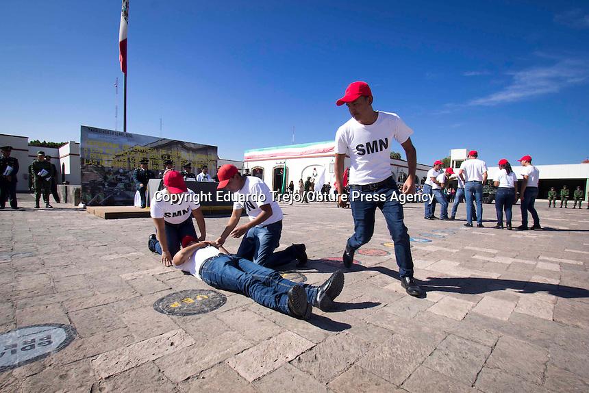 San Juan del Río, Qro. 3 diciembre 2016.- Cientos de cadetes del Servicio Militar Nacional, recibieron sus cartillas de manos de autoridades militares y policiales en el cuartel del Séptimo Regimiento Mecanizado de La Llave.