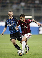 Calcio, Serie A: Milano, stadio Giuseppe Meazza, 15 ottobre 2017.<br /> Milan's Fernandez Suso (r) in action with Inter's Ivan Perisic (l) during the Italian Serie A football match between Inter and Milan at Giuseppe Meazza (San Siro) stadium, October15, 2017.<br /> UPDATE IMAGES PRESS/Isabella Bonotto