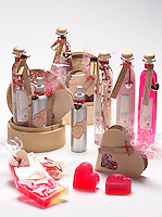 .Jan 14,  2001, Montreal, Quebec, Canada..Studio illustration of bath /beauty product that make perfect gift for Valentine Day on February 14th. ..Mandatory Credit: Photo by Pierre Roussel- Images Distribution. (©) Copyright 2002 by Pierre Roussel .ON SPEC.NOTE l Nikon D-1 jpeg opened with Qimage icc profile, saved in Adobe 1998 RGB..