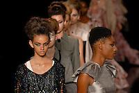 RIO DE JANEIRO, RJ, 12 DE JANEIRO 2012 - FASHION RIO - DESFILE BIANCA MARQUES - Modelo durante desfile da grife Bianca Marques no terceiro dia de desfiles da edição inverno 2012 do Fashion Rio, no Pier Mauá na cidade do Rio de Janeiro nesta quinta-feira, 12. (FOTO: MAURO PIMENTEL - NEWS FREE).