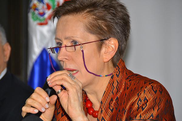 Rueda de prensa del PNUD para presentar la  conclución del  proyecto de Loma Miranda no responde a exigencias ambientales.Valerie Julliand, representante del PNUN.Fotos: Carmen Suárez/acento.com.do.Fecha: 23/05/2013.