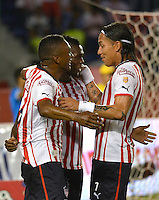 BARRANQUILLA - COLOMBIA - 03-05-2013: Jugadores del Junior celebran el gol anotado a Alianza Petrolera durante el partido en el estadio Metropolitano Roberto Melendez dela ciudad de Barranquilla, mayo 03 de 2013. Atletico Junior y Alianza Petrolera durante partido por la decimocuarta fecha de la Liga Postobon I. (Foto: VizzorImage / Alfonso Cervantes / Str). The Players of Atletico Junior celebrate a goal scored to Alianza Petrolera during a game in the Roberto Melendez Metropolitan Stadium in Barranquilla city, May 03, 2013. Atletico Junior y Alianza Petrolera Petrolera in a match for the fourteenth round of the Postobon I League . (Photo: VizzorImage / Alfonso Cervantes / Str.)..