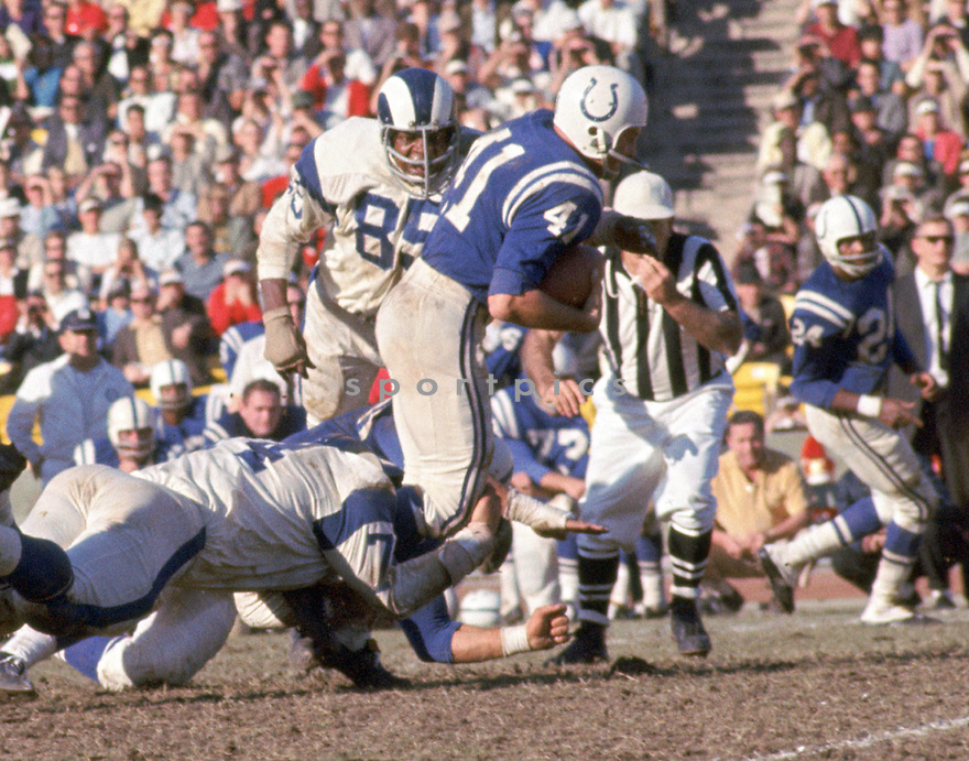 Baltimore Colts Tom Matte (41) during a game from his career with the Baltimore Colts. Tom Matte played for 12 years, all with the Baltimore Colts, and was a 2-time Pro Bowler.(SportPics)