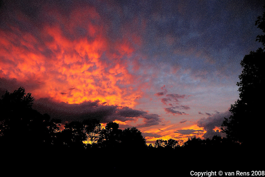 Evening color display in Northwestern Ohio. Fire in the sky.