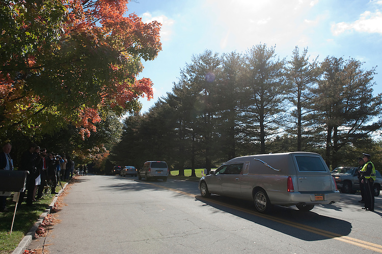 UNITED STATES - OCT 16 : A funeral hearse with former Senator Arlen Specter leaves the Har Zion Temple in Narberth, Pa. on October 16, 2012. (Photo By Douglas Graham/CQ Roll Call )x