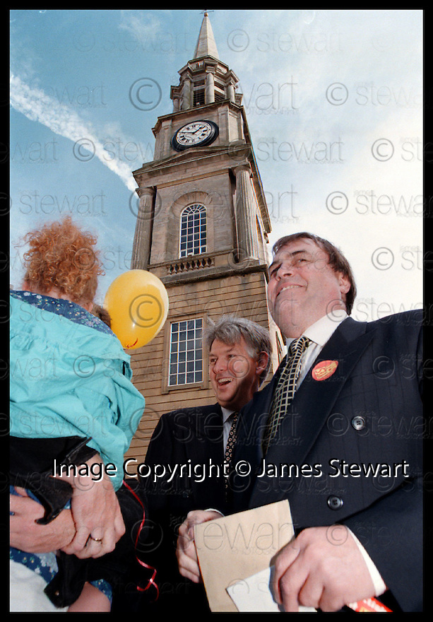 22nd Aug 97       Copyright Pic : James Stewart.Deputy Prime Minister John Prescott during his tour pf Falkirk.....Payments to : James Stewart, Stewart House, Stewart Road, Falkirk. FK2 7AS    VAT Reg No. 607 6932 25