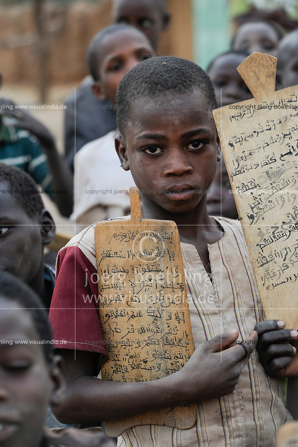 NIGER Zinder, children in Quran school / NIGER Zinder, Kinder in einer Koranschule