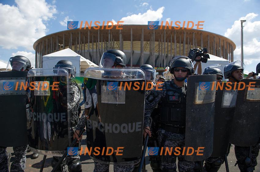 Manifestazione di protesta contro i mondiali di calcio 2014 in occasione della partita inaugurale della Confederation Cup<br /> Rio de Janeiro 15/6/2013 <br /> Foto Marcelo Machado de Melo / Panoramic / Insidefoto