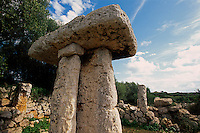 Spanien, Menorca, megalithische Anlage Taula Torretrencada (Torre Trencada)