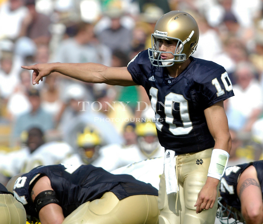 Irish sophomore quarterback Brady Quinn (10) during the Wolverines' 28-20 loss to Notre Dame on Saturday, September 11, 2004 at Notre Dame Stadium in South Bend, Indiana. (Photo by TONY DING/Daily).