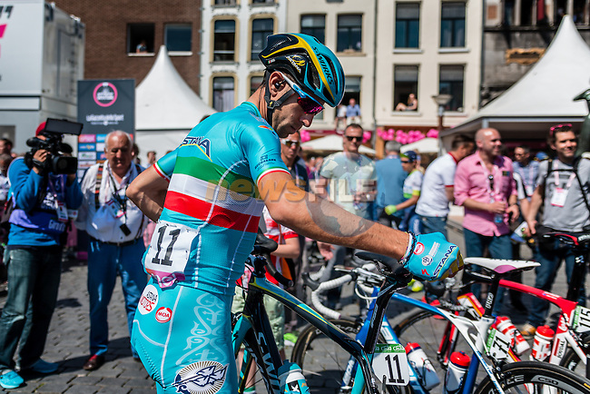NIBALI Vincenzo from Italy of Astana Pro Team (KAZ) signing in before the start at Nijmegen, stage 3 from Nijmegen to Arnhem running 190 km of the 99th Giro d'Italia (UCI WorldTour), The Netherlands, 8 May 2016. Photo by Pim Nijland / PelotonPhotos.com | All photos usage must carry mandatory copyright credit (Peloton Photos | Pim Nijland)