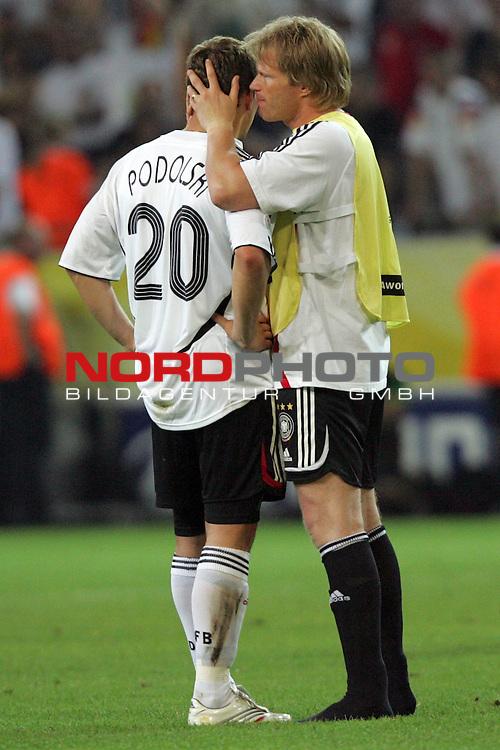 FIFA WM 2006 -  Semi Finals / Halbfinale<br /> Play    #61 (04-Juli) - Deutschland - Italien<br /> <br /> Oliver Kahn (rechts) von Deutschland tr&ouml;stet Lukas Podolski (links) nach der Niederlage im Halbfinale gegen Italien.<br /> <br /> Foto &copy; nordphoto