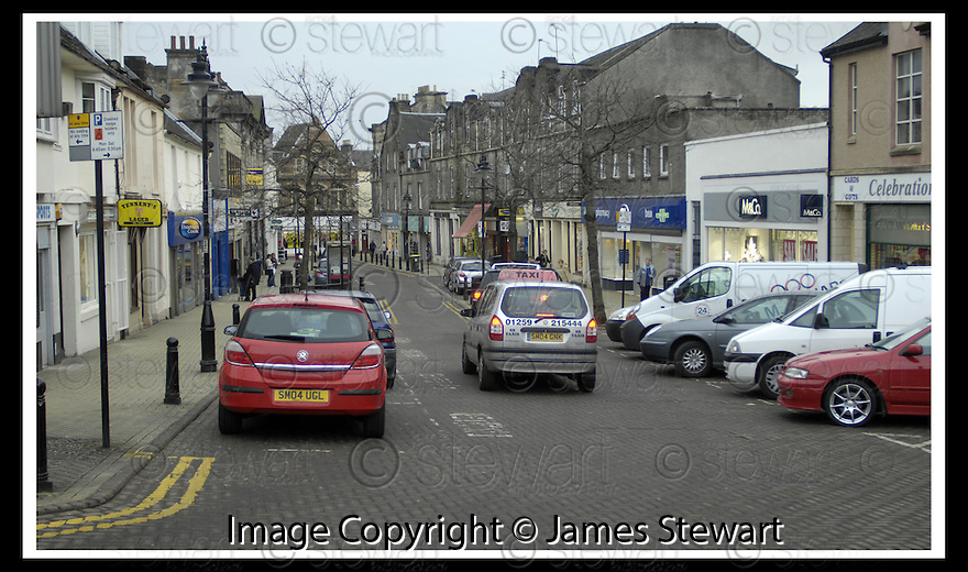 24/01/2007       Copyright Pic: James Stewart.File Name : sct_jspa16_alloa.A RECENT REPORT CLAIMS THAT ALLOA TOWN CENTRE IS ONE OF THE  HARDEST HIT BY THE OPENING OF NEW OUT OF TOWN SUPERMARKETS..... PIC SHOWS HIGH STREET ALLOA, JANUARY 2007.....James Stewart Photo Agency 19 Carronlea Drive, Falkirk. FK2 8DN      Vat Reg No. 607 6932 25.Office     : +44 (0)1324 570906     .Mobile   : +44 (0)7721 416997.Fax         : +44 (0)1324 570906.E-mail  :  jim@jspa.co.uk.If you require further information then contact Jim Stewart on any of the numbers above.........