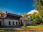 Ropa 07-10-2019, Zabytkowy zespół dworski, w skład którego wchodzi dwór barokowo–klasycystyczny z 1803 oraz zespół parkowy założony po południowej stronie dworu.
