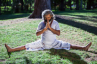 Swami Umesh Yogi in the retiro park during his visit in Madrid