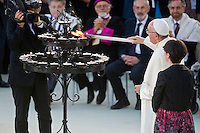 Assisi,Italy, September 20, 2016. Papa Francesco accende una candela al termine delle celebrazioni della giornata di preghiera per la Pace ad Assisi. Pope Francis lights a candle during the closing event of an inter-religious prayer gathering, in front of the Basilica of St. Francis, Assisi, Italy. War refugees and leaders and representatives of several religions, including Christians, Jews, Muslims, Hindus and others, joined Pope Francis in a day of prayer for peace in Assisi, the hometown of St. Francis, who preached tolerance and gentleness.