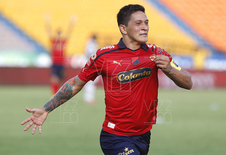 MEDELLIN - COLOMBIA -20-04-2014: German Cano, jugador Deportivo Independiente Medellin celebra el gol anotado a Boyaca Chico FC durante partido Deportivo Independiente Medellin y Boyaca Chico FC por la fecha 18 de la Liga Postobon I 2014 en el estadio Atanasio Girardot de la ciudad de Medellin. / German Cano, player of Deportivo Independiente Medellin celebrates a scored goal to Boyaca Chico FC during a match Deportivo Independiente Medellin and Boyaca Chico FC for the date 18th of the Liga Postobon I 2014 at the Atanasio Girardot stadium in Medellin city. Photo: VizzorImage  / Luis Rios / Str.