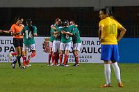ATENÇÃO EDITOR FOTO EMBARGADA PARA VEÍCULOS INTERNACIONAIS - SAO PAULO, SP, 13 DE DEZEMBRO DE 2012 - TORNEIO INTERNACIONAL CIDADE DE SÃO PAULO - BRASIL x MEXICO: Jogadoras do México comemoram gol de Anisa durante partida Brasil x Mexico, válido pelo Torneio Internacional Cidade de São Paulo de Futebol Feminino, realizado no estádio do Pacaembú em São PauloFOTO: LEVI BIANCO - BRAZIL PHOTO PRESS