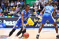 Isaac Bonga (Fraport Skyliners) setzt sich durch - 11.10.2017: Fraport Skyliners vs. Basketball Löwen Braunschweig, Fraport Arena Frankfurt